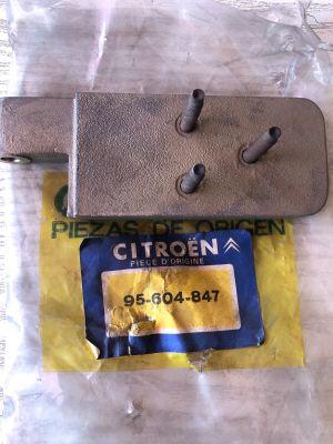Citroen C15 scharnier rechtsonder NIEUW EN ORIGINEEL 95604847